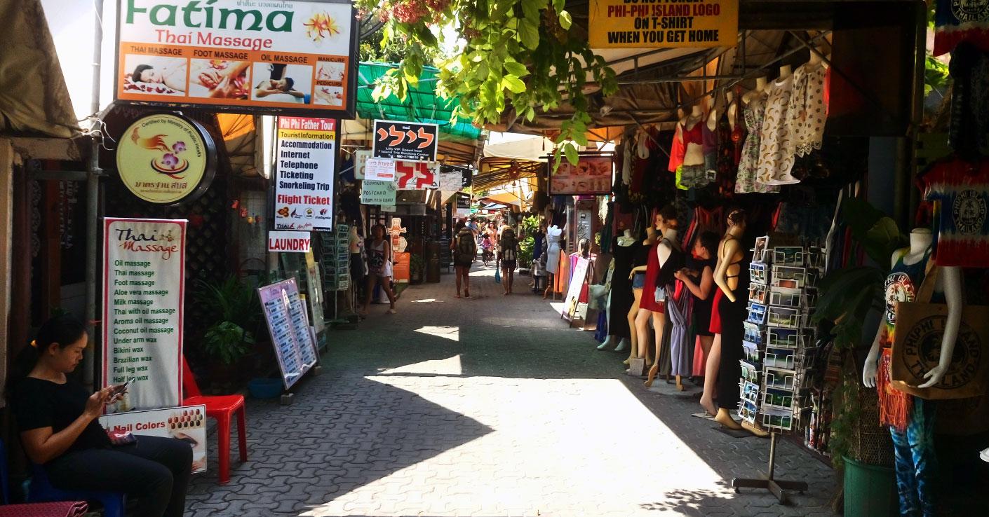 wyspa koh phi phi w Tajlandii miasto i zakupy w Tajlandii