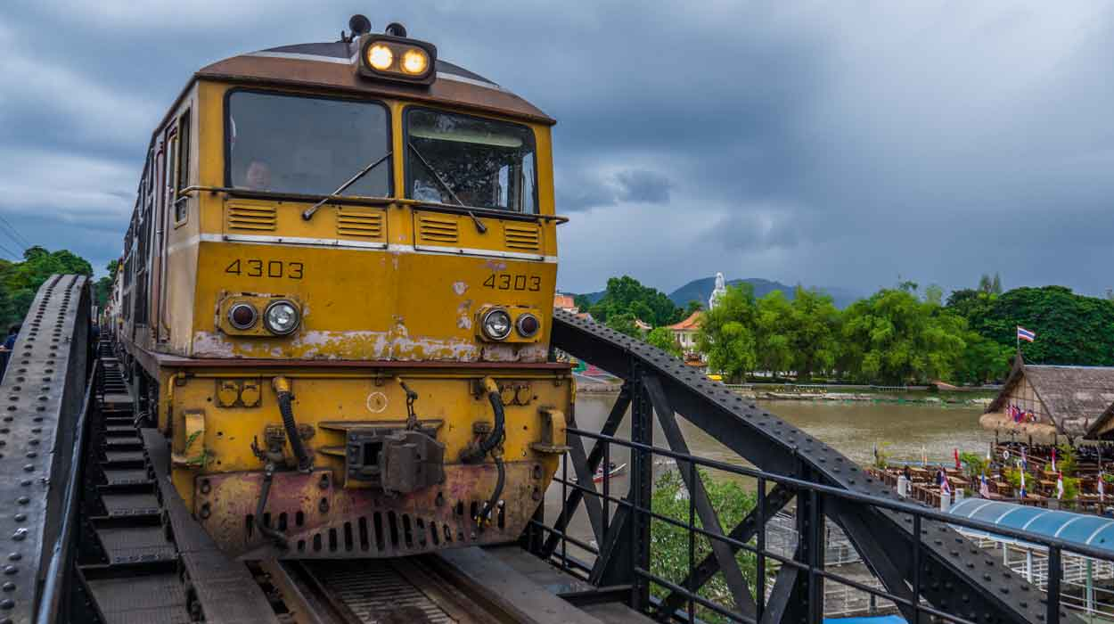 Tajlandia w 14 dni bedeker most kwai river kanchanaburi tajlandia pociąg kolej