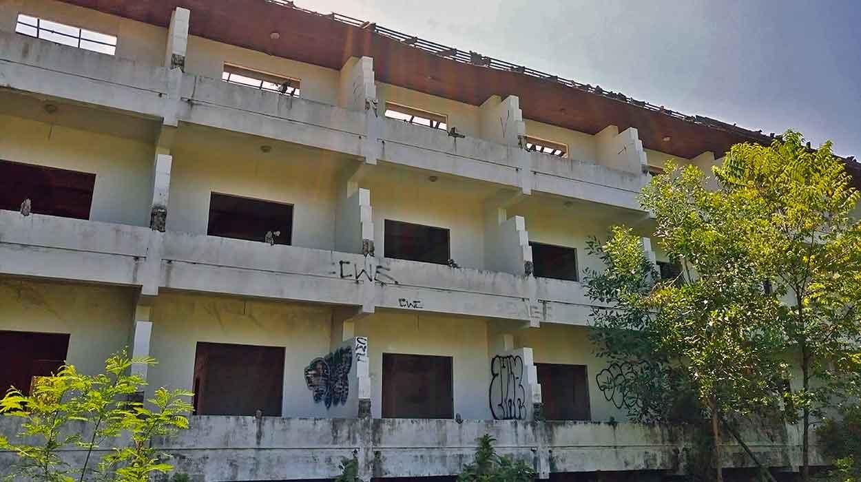 phuket opuszczony hotel phuket ceny noclegow zobacz tanio