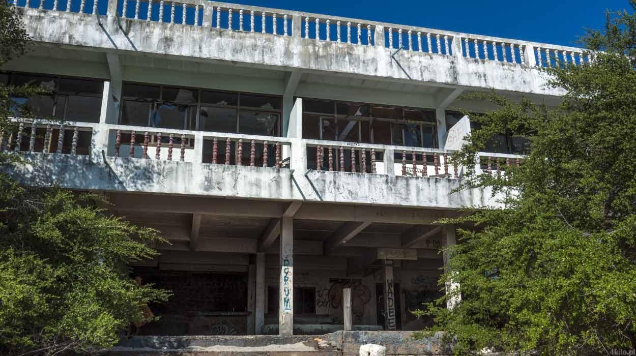 opuszczone domki i hotel laem thian