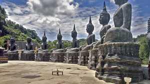 Buddyjski mnich klasztor Tham Krabok.jpg