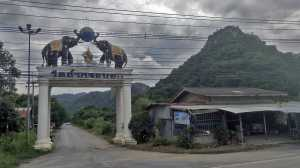 Buddyjski mnich klasztor tajlandia