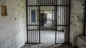 opuszczone ruiny wiezienia